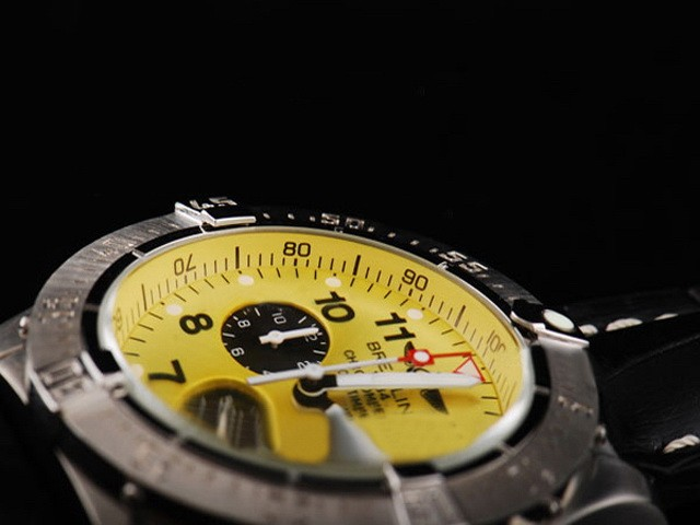 Features Compare of Breitling and Omega